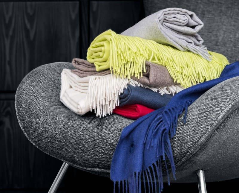 Bunte Plaids von Zoeppritz auf einem Stuhl