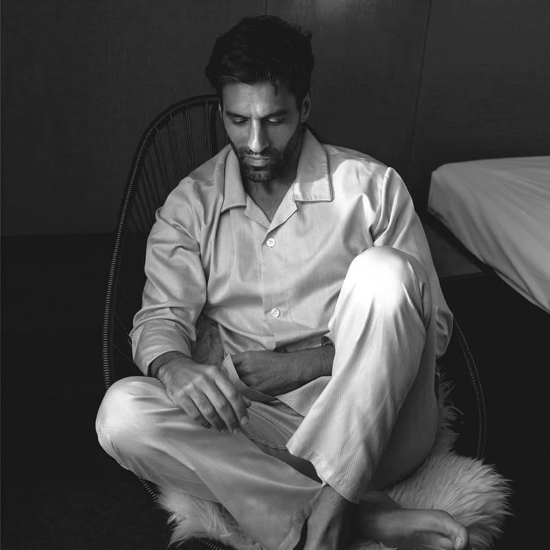 Mann im Pyjama von Novila